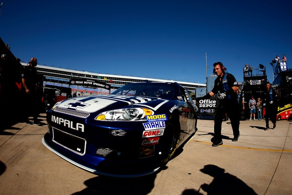 At Texas' No-Limits 'Wild Asphalt Circus,' Jimmie Johnson and Brad Keselowski are center-ring